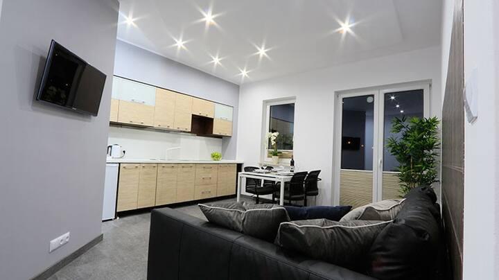 Wakacyjny apartament na parterze z ogródkiem A02