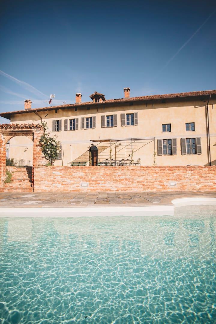 Accommodation w. pool in Piemonte, Asti