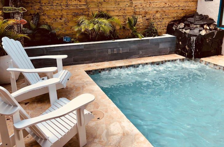 🌈 Queer 420 Villa 12-38 guests pool jacuzzi 🍁