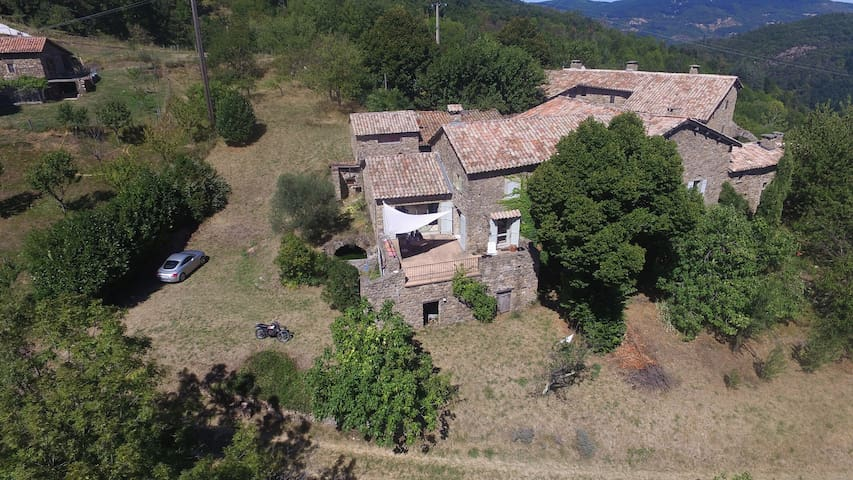JAUJAC Maison en pierre avec panorama exceptionnel - Jaujac - บ้าน