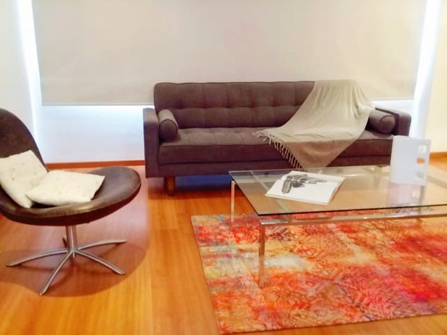 Cozy and sunny walking distance to park 93 and WTC