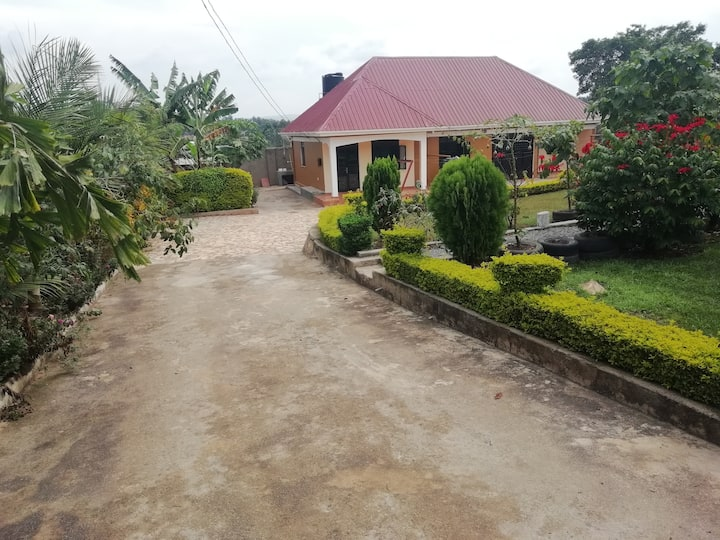 Relaxing gardens, enough parking space, clean home