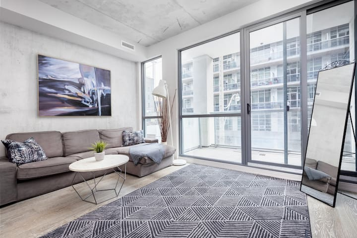 Trendy Loft Located in Entertainment District