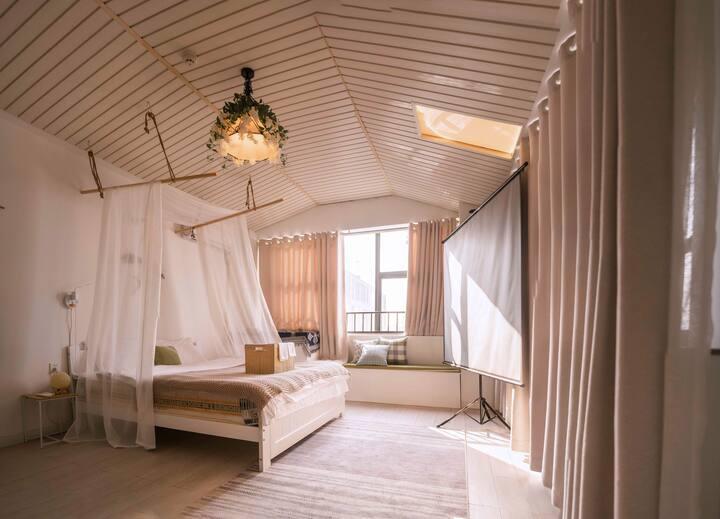 【嘛尼Home】湖南工业大学未来城小木屋投影大床房