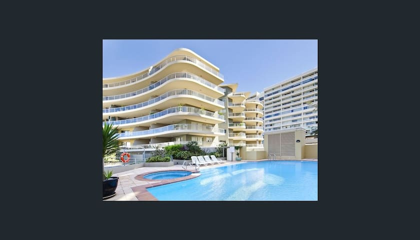 Modern Studio Apartment 1 block from Manly Beach