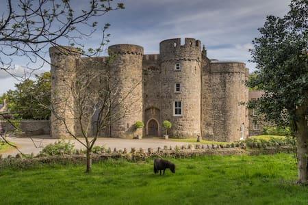 B & B in Upton Castle Pembrokeshire - Cosheston