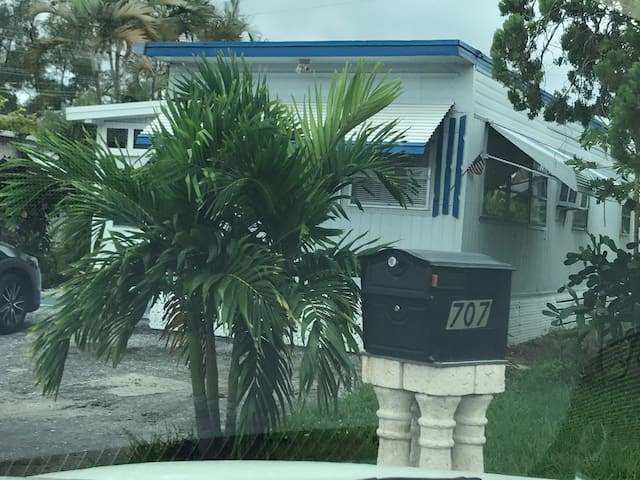 Cozy & cute key west style mobile home