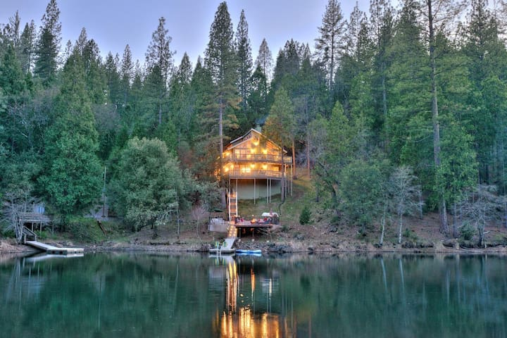 Yosemite, Lake Front Stunner - Groveland - House
