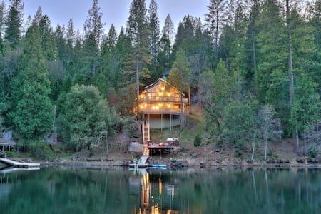 Yosemite, Lake Front Stunner - Groveland