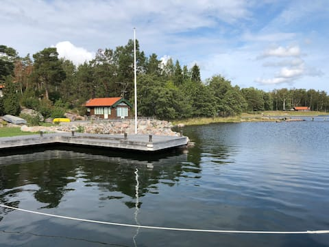 Modern well equipped cottage by the sea in Blidö