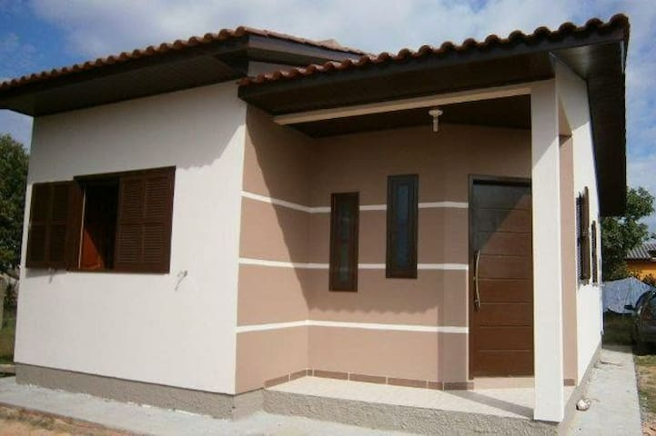Casa nova, aconchegante em Passo de Torres .