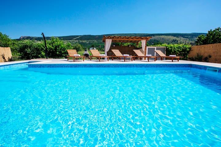 Vacation house near Makarska