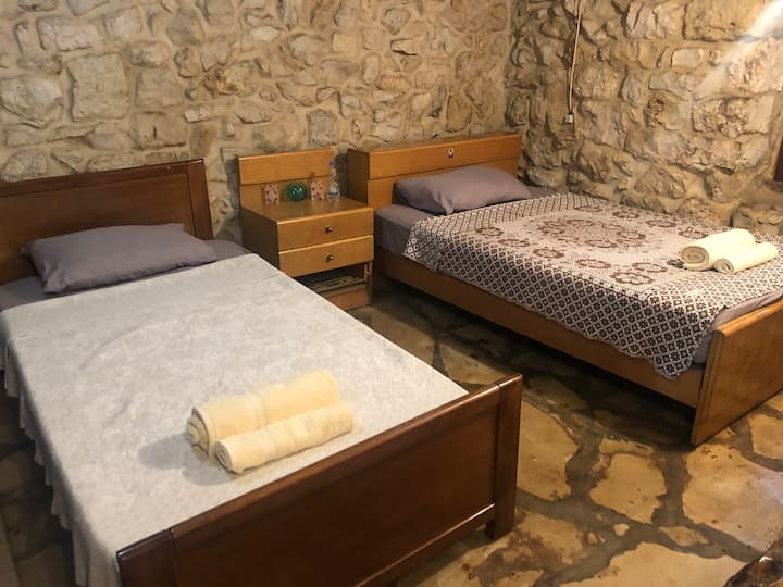 Small apartment/studio in Antoura