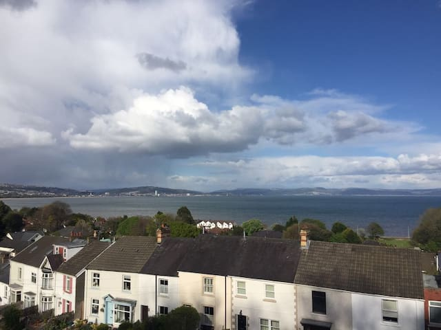 Spacious apartment, sea views in heart of Mumbles - The Mumbles - Flat