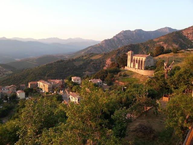Cuttoli Maison vue montagne panoramique