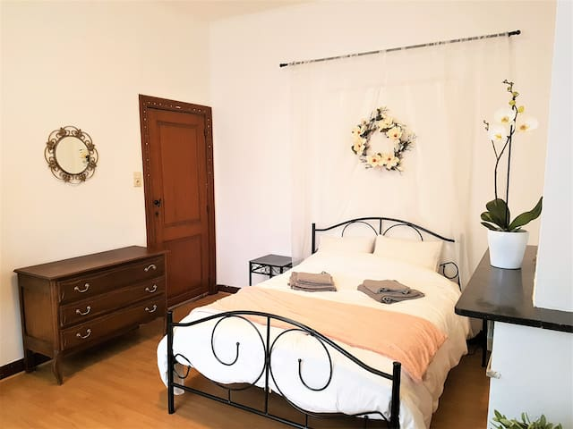 Charming room near the city center - Liège - Huis