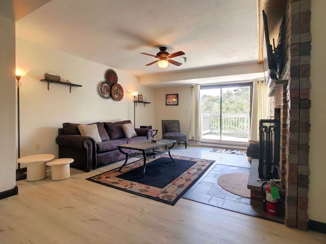 Charming 1 BR Mountain Green Resort Condo w/ Pool, Hot Tub and more. #3C8