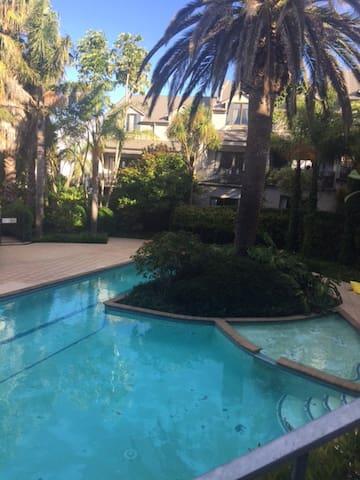 Resort Experience in Grey Lynn,close to Eden Park - 奧克蘭 - 連棟房屋