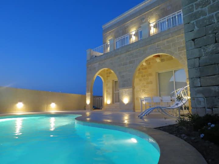 Gozo: New luxury house with indoor/outdoor pool