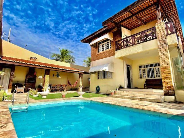Casa c/ piscina,deck,churrasqueira. Vista pro mar