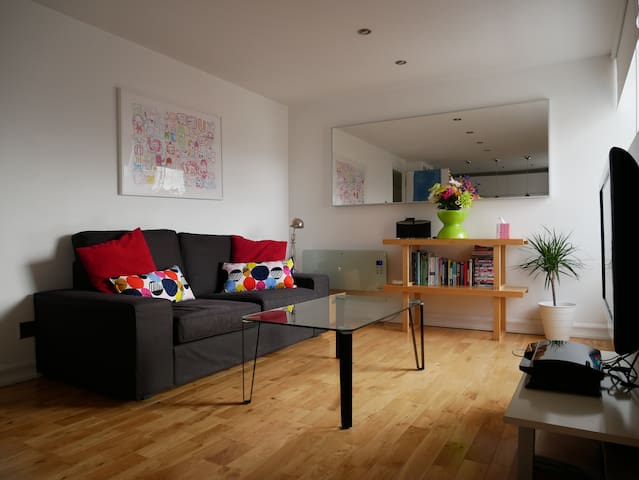 Stunning 2 bedroom flat @ the Shore, free parking