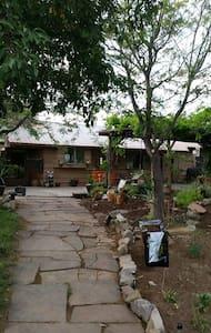 Quiet country home with great views - Ignacio