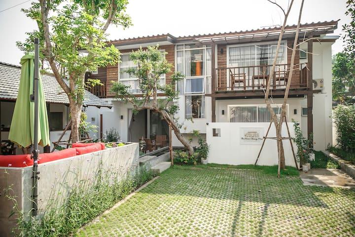 The Home Chiagmai Luxury Guesthouse - Si Phum - Huis