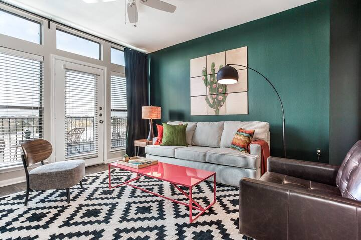 WanderJaunt | Vaughan | 2BR | South Congress