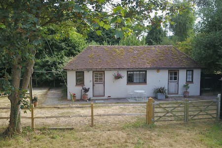 The Pump House - a cosy, country cottage
