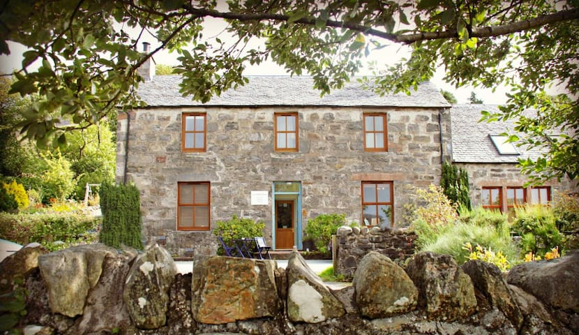 The Schoolhouse Dornie - Dornie - Bed & Breakfast