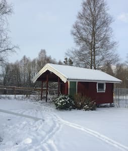 Cosy B&B cabin with porch. - Årjäng - Mökki