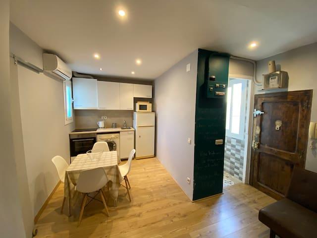 Sunny apartment in Born near plaza cataluña