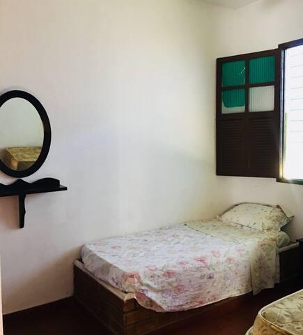 Quarto 4 - 2 camas de solteiro