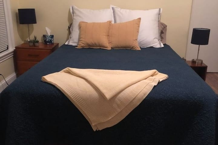 Cozy Queen Bed 1st Fl @ Shared House (Framingham)