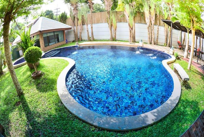 8 bedrooms Beach Villa private pool (私人泳池別墅靠近海灘)