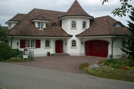 Zimmer in schöner Villa in Möhlin - Möhlin - วิลล่า