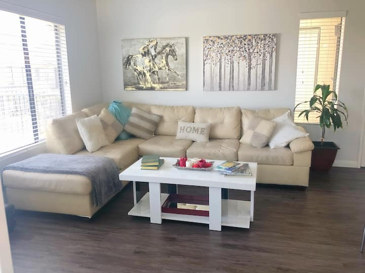 2 beds Hollywood sign VIEW + PARKING