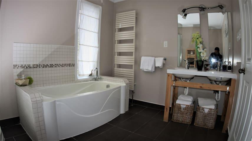 Wash Room (Main Floor)
