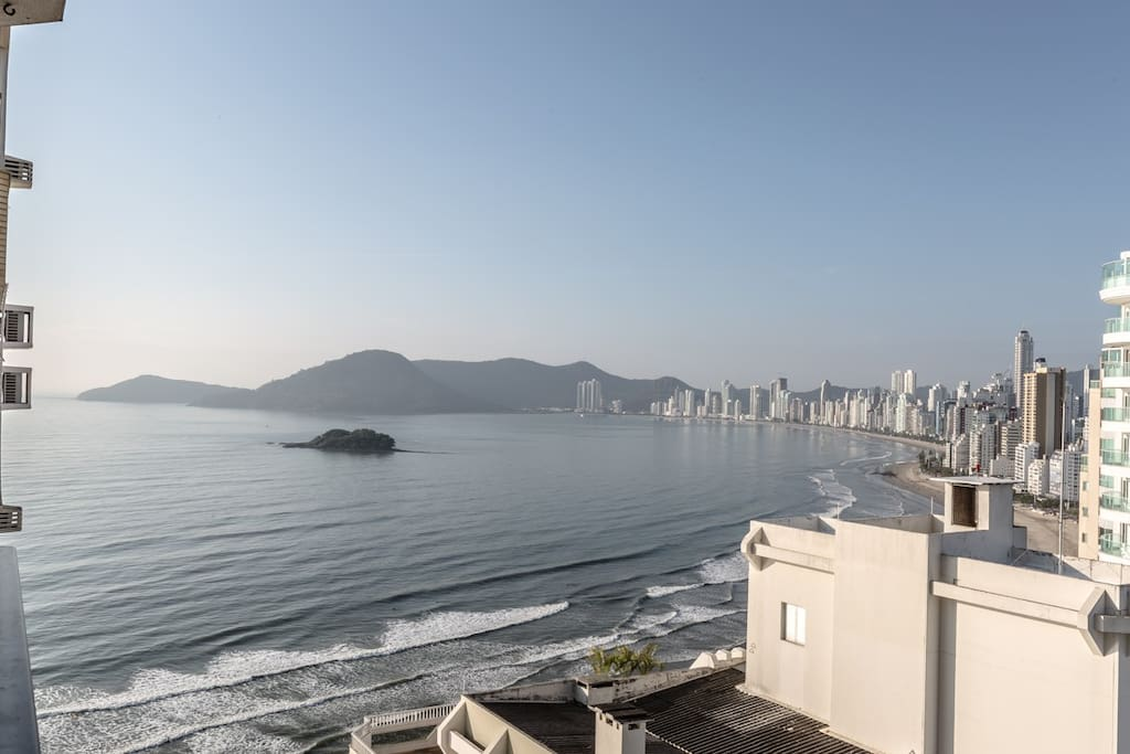 Vista da sacada para o mar