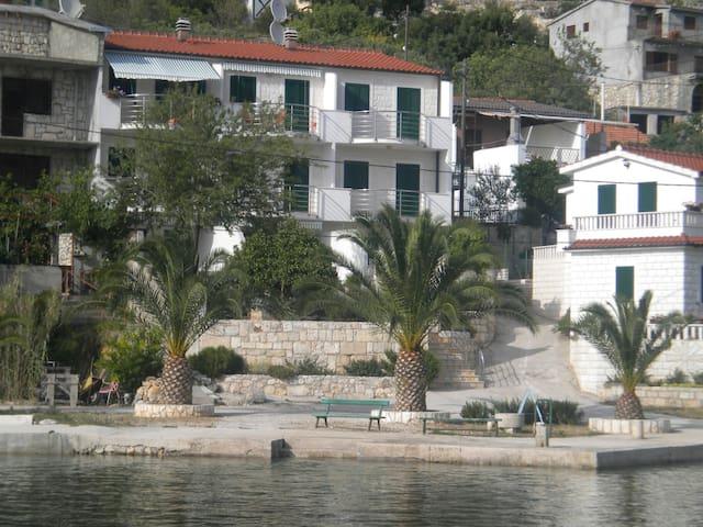Apartment in Drvenik Veli just 10m from sea - Drvenik Veli - Apartment