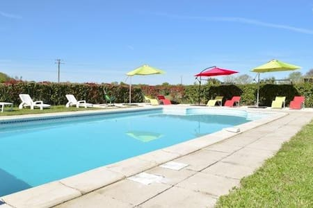 Charming gite with shared pool - Brux