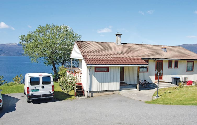 Holiday apartment with 2 bedrooms on 80 m² in Kysnesstrand