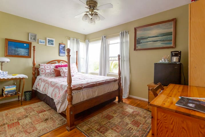 Sunny La Mesa Bedroom/Private Bath~San Diego Close