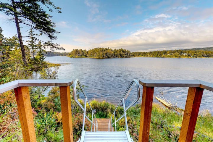 Renovated lakefront house with private hot tub & great views