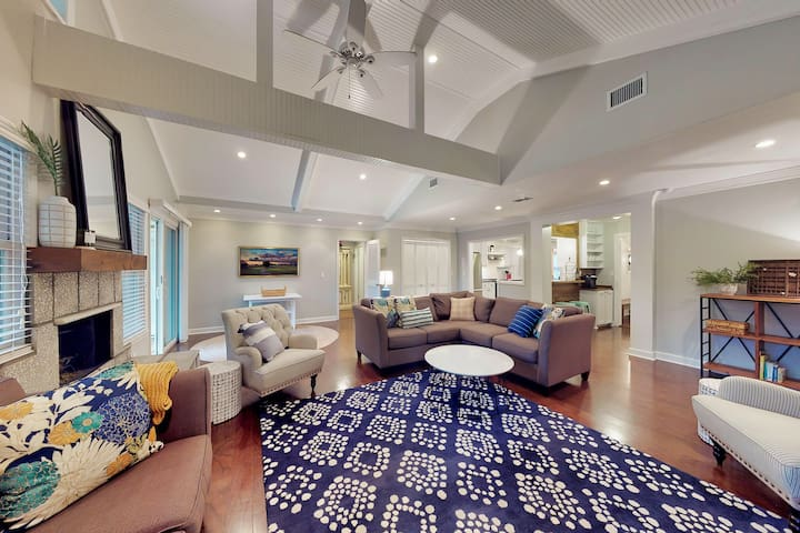 Vaulted ceiling family room with fireplace