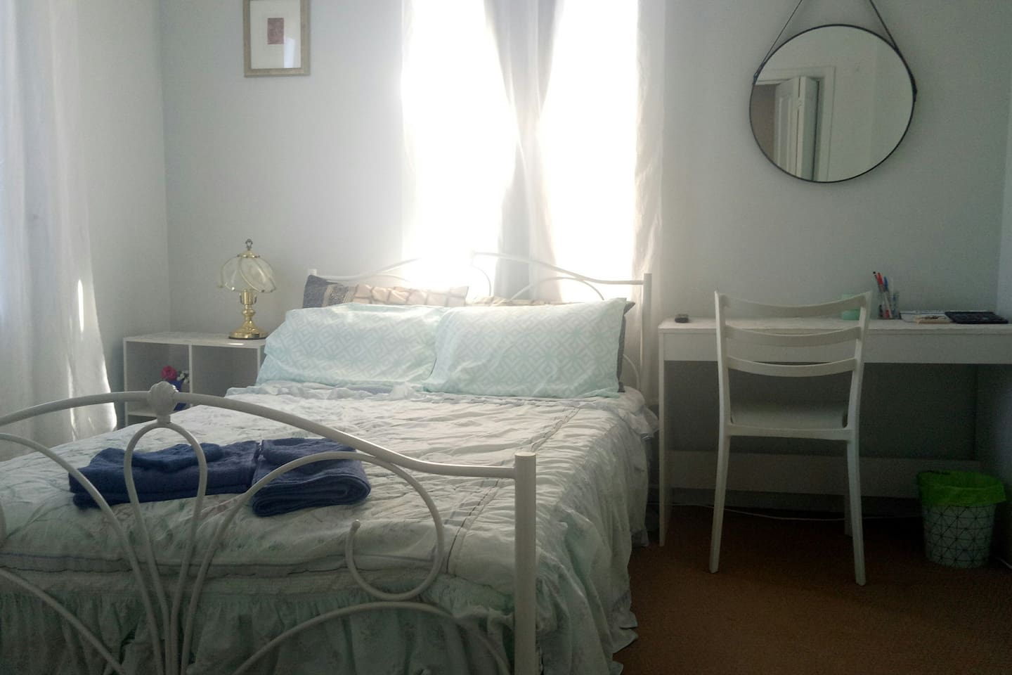 Private room, comfy new double bed, desk, large mirror, lamp, two airy windows, ceiling fan.