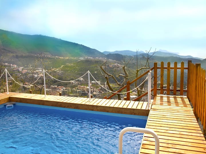 Sunny & panoramic 5 bedroom villa with pool