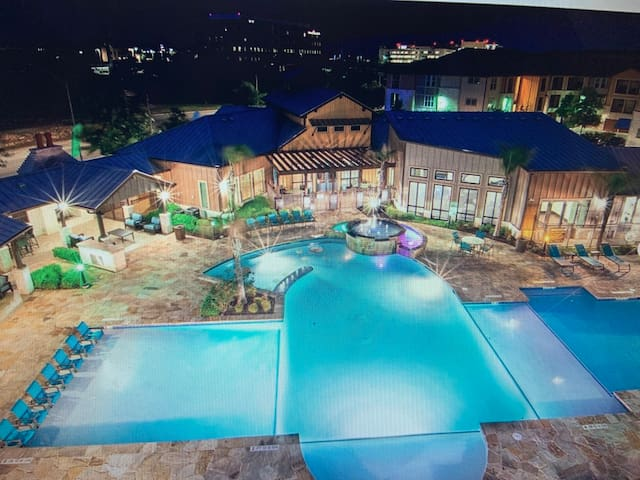 Luxury stay  Mins away from River/ Six Flags