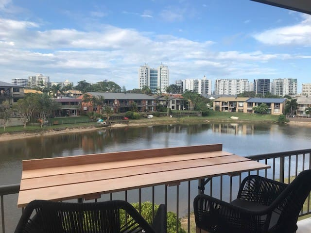 Mooloolaba - Canal Front Pet Friendly