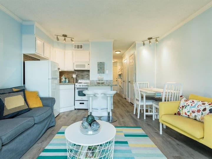 Sunny Side Up Ocean View Condo on Seawall